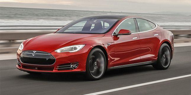 Tesla Model S Kaza Yaptı